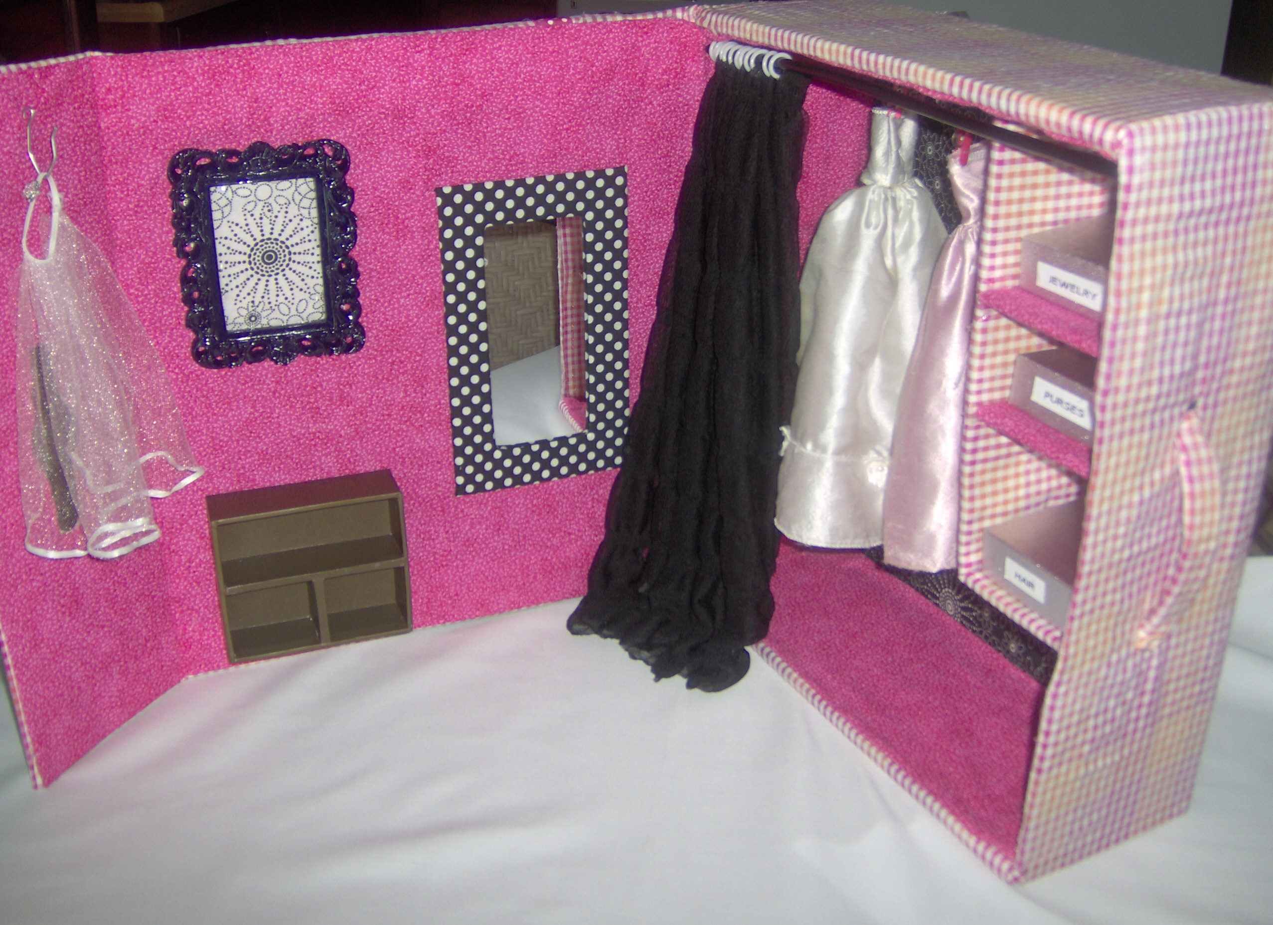 Barbie Bedroom In A Box: Barbie Dream Closet DIY